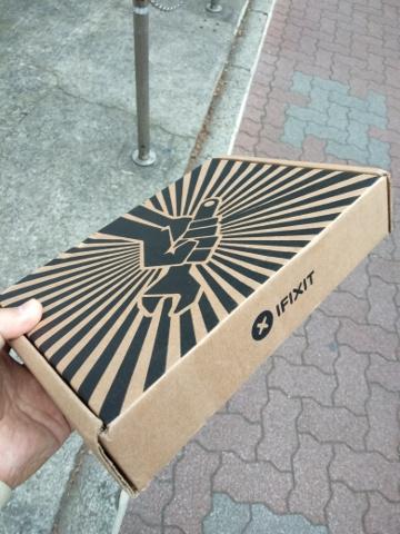 iFixitから届いた荷物